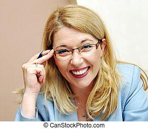 femme affaires, sourire, lunettes