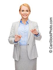 femme affaires, sourire, quelque chose, pointage