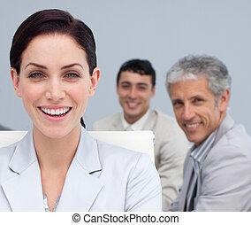 femme affaires, sourire, réunion, portrait
