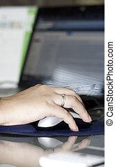 femme affaires, souris ordinateur