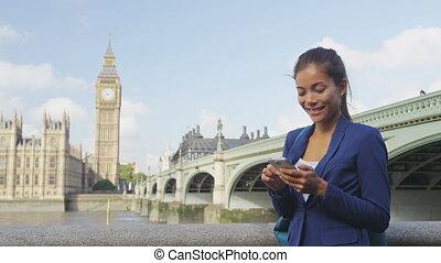 femme affaires, utilisation, app, angleterre, téléphone, ...