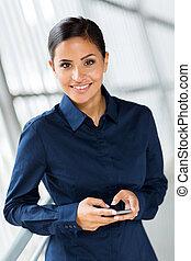femme affaires, utilisation, intelligent, téléphone