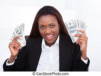 femme affaires, ventilateur, surpris, tenant argent