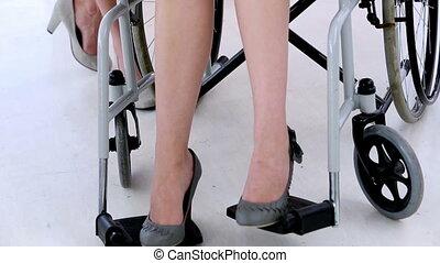 femme affaires, worki, fauteuil roulant