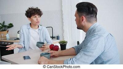 femme, agruing, séance, couple, malheureux, conversation, table, homme, cuisine