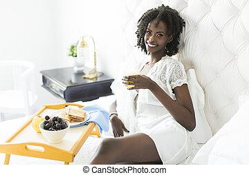 femme américaine, blanc, lit, africaine