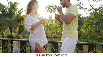 femme, amour, communication, couple, jeune, conversation, coucher soleil, terrasse, jus, orange, boire, heureux, homme
