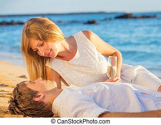 femme, amour, couple, lune miel, exotique, verre, concept, homme, champagne, plage, coucher soleil, apprécier
