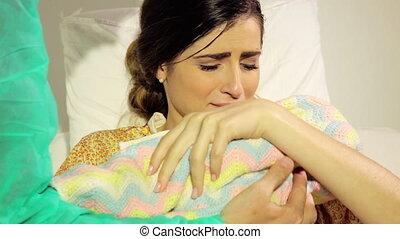 femme, amour, hôpital, né, closeup, bébé, nouveau,...