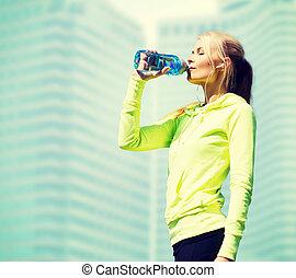 femme, après, sports, eau, dehors, boire