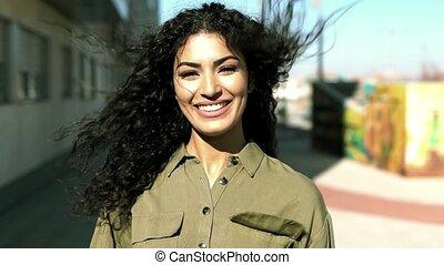 femme, arabe, elle, en mouvement, cheveux noirs, jeune, ...