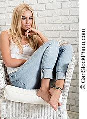 femme, armchair., humeur, séance, jeune, confortable