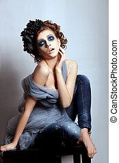 femme, artistique, figure, à, bleu clair, makeup., fantasme, charme