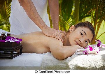 femme, asiatique, pendant, spa, sourire, masage, heureux