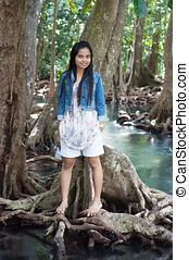 femme asiatique, portrait, dans, beau, scène nature