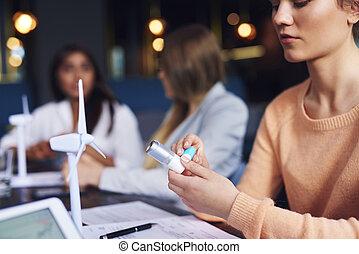 femme, asthme, utilisation inhalateur, asthmatique