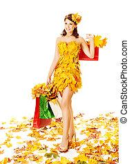 femme, automne, achats, dans, robe, de, feuilles érable, sur, blanc