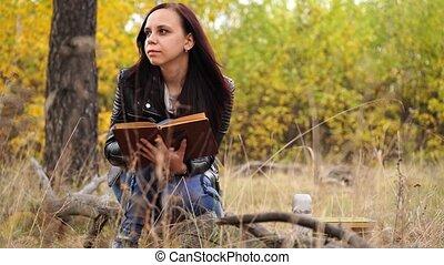 femme, automne, désinvolte, long, forest., lecture, séance, ...