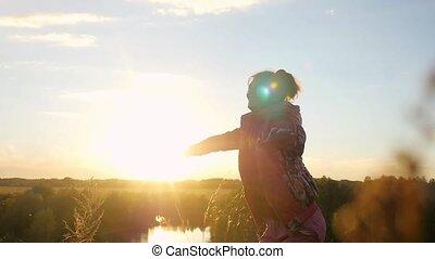 femme, autour de, elle, soleil, sauts, rocher, rotation, par, mûrir, mains, slowmotion, pendant, ascensions, joyeux, 1920x1080, sunset.