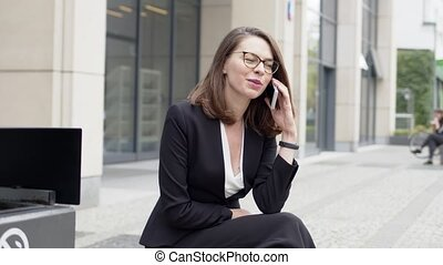 femme, banc, élégant, séance, téléphone, bureau,...