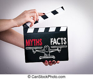 femme, battant, film, mythes, balance., vs, tenant mains, faits