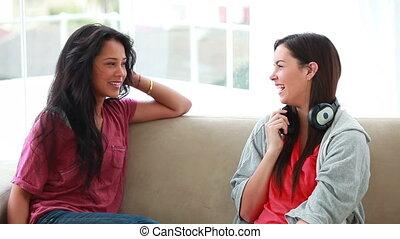 femme, bavarder, écouteurs, quoique, tenue, ami