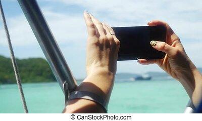 femme, beachfront, utilisation, téléphone, mobile, haut, vacation., 3840x2160, fin, pendant, intelligent