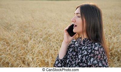 femme, beau, conversation, robe, téléphone