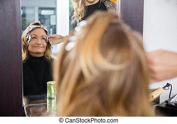 femme, beauté, cheveux teints, salon, mûrir, avoir