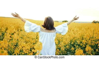 femme, beauté, nature, concept., bras, jaune, coucher...