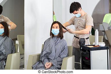 femme, beauté, pendant, coupures, client, salon, masque, cheveux