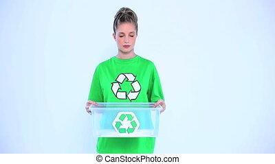 femme, blonds, recyclage, boîte, donner