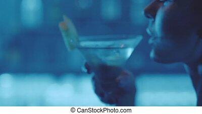 femme, boire, boîte nuit, cocktail, séduisant