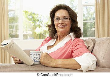 femme, boisson, livre, maison, personne agee, lecture