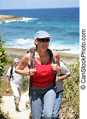 femme, bord mer, randonnée