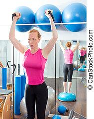 femme, bosu, gymnase, balle, aérobic, fitness