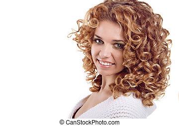 femme, bouclé, beauté, cheveux, arrière-plan., portrait., séduisant, portrait, sourire, blanc