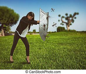 femme, bouclier, moustiques, defends, attaque, elle-même