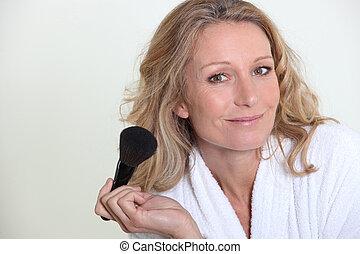 femme, brosse, maquillage