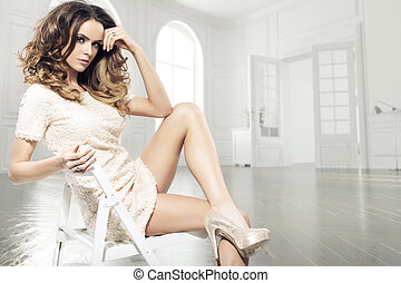 femme, brunette, salle, sensuelles, luxe
