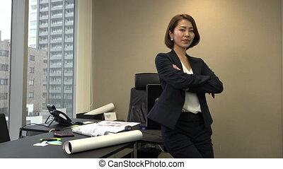 femme, bureau, business, directeur confiant, asiatique, sourire heureux