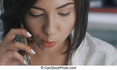 femme, bureau, business, mobile, jeune, haut, téléphone, slowmotion, fin, parle