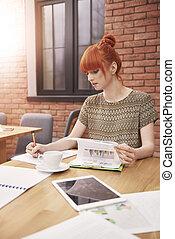 femme, bureau, fonctionnement