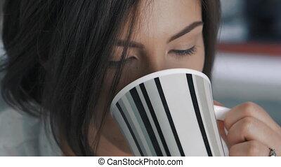 femme, bureau, thé, jeune, haut fin, boissons