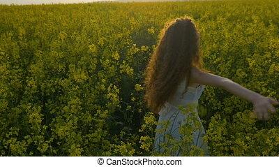 femme, canola, nature, sentiment, jeune, champ, rotation, apprécier, heureux