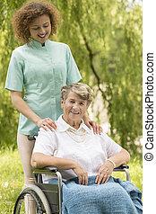 femme, caregiver, heureux