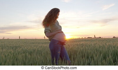 femme, caresser, pregnant, nature, elle, sunset., mère, beau...