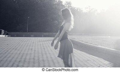 femme, carrée, jeune, danse
