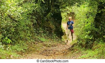 femme, caucasien, touriste, trekking, marche, à, himalaya,...