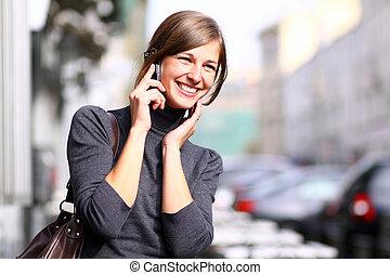 femme, cellule, conversation, heureux, téléphone
